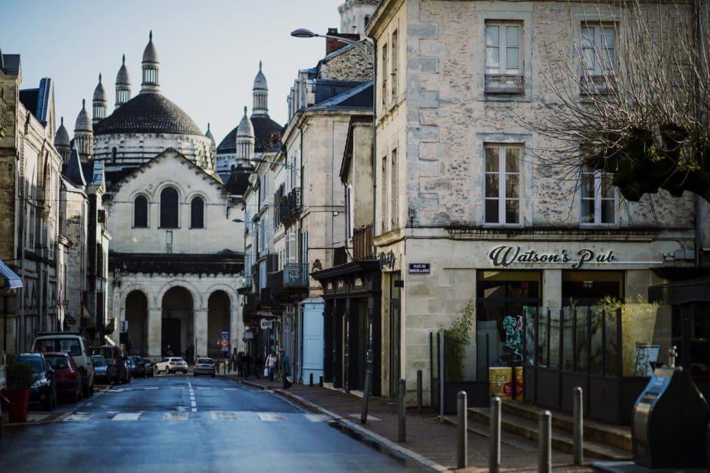 Le Watson's Pub depuis la rue Saint-Front à Périgueux