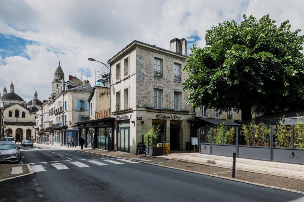 Le Watson's Pub depuis la rue Saint-Front
